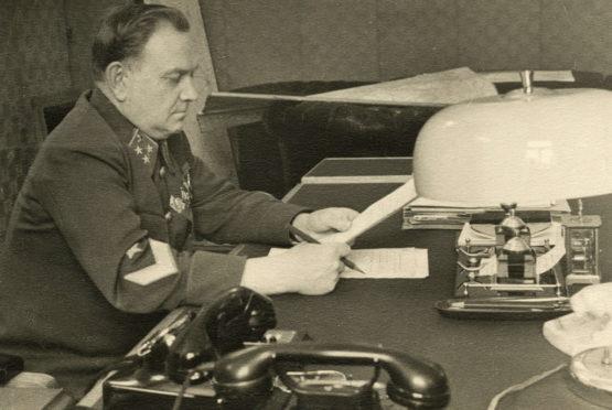 В Наркомате путей сообщения, 1942